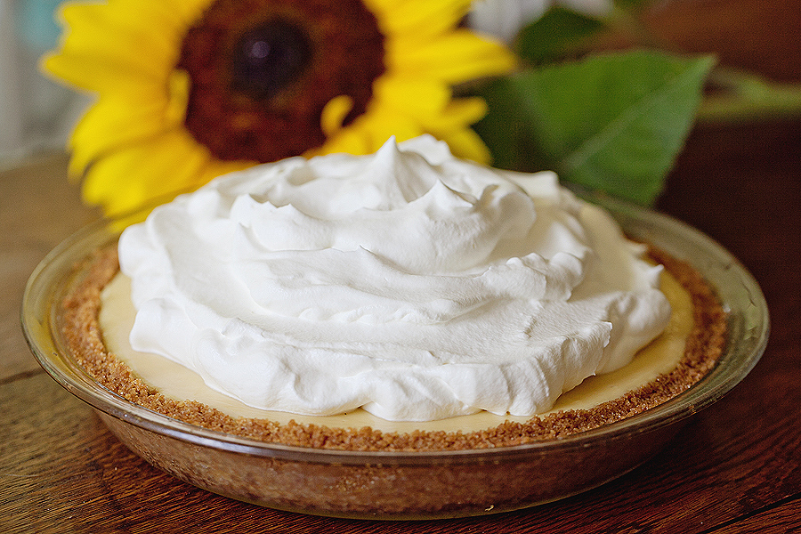 photo of lemon cream pie