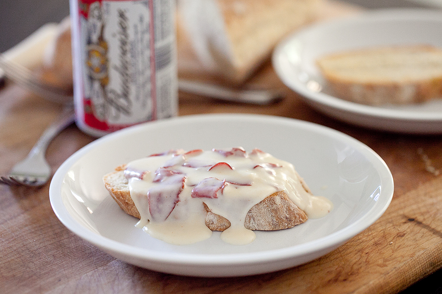 photo of chipped beef on toast
