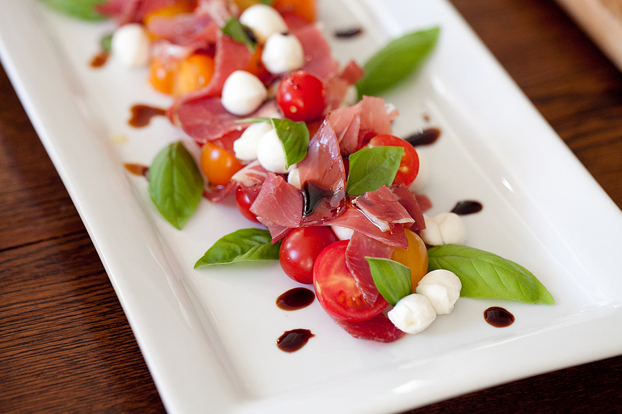 photo of mixed tomato and coppa salad