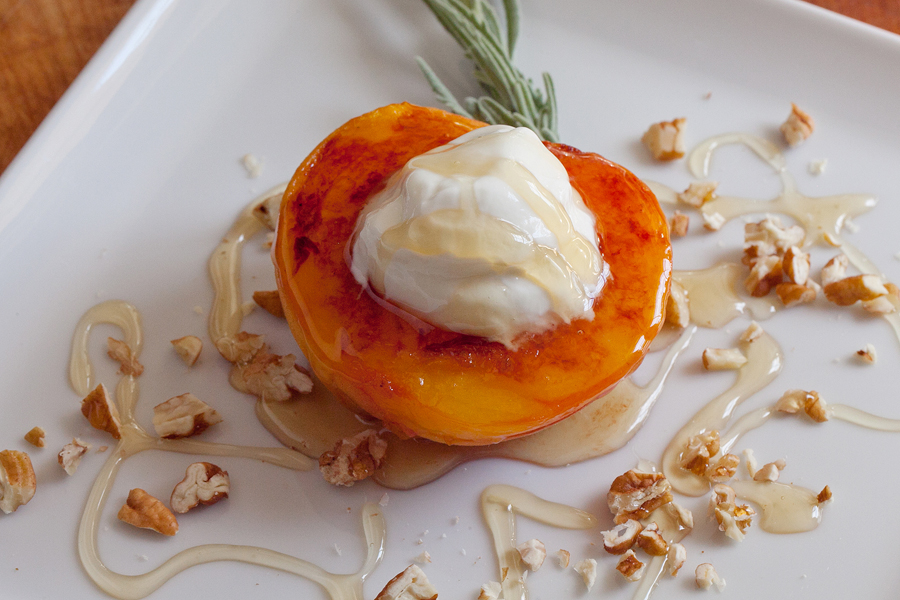 Kuliner Mak Nyos: Grilled Peaches with Yogurt and Honey